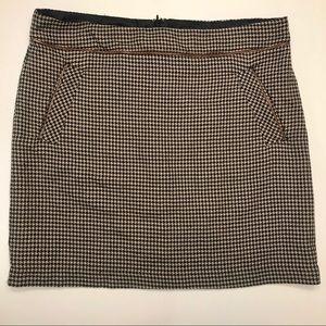 Tommy Hilfiger Houndstooth Skirt Size 12 w/pockets